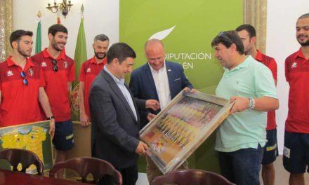 """El presidente de la Diputación felicita al Jaén Paraíso Interior Fútbol Sala por su """"gran temporada"""""""