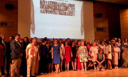 El Complejo Hospitalario de Jaén homenajea a sus 105 profesionales jubilados el año pasado