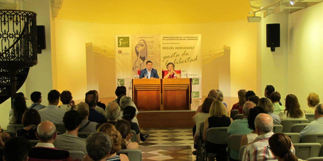 Cristina Almeida diserta sobre Miguel Hernández y la libertad en prisión en el ciclo de charlas por el 75 aniversario de su muerte