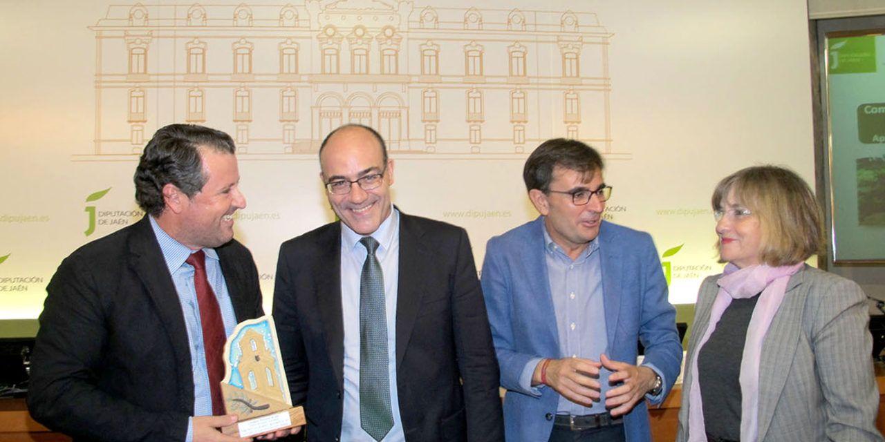 El jiennense Francisco Sánchez recibe el Premio de Investigación Agraria del IEG por un estudio sobre la competitividad de las almazaras