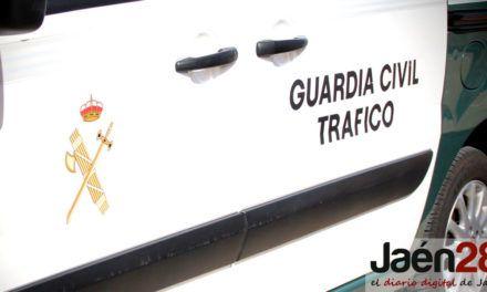 La caída de un poste eléctrico provoca el corte total de la A-6177 a su paso por Andújar