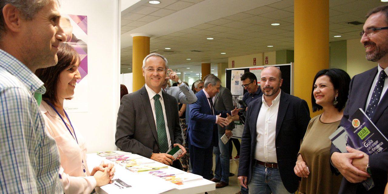 La Feria de Empleo y Emprendimiento de la Universidad de Jaén acerca a estudiantes y egresados a entidades empleadoras