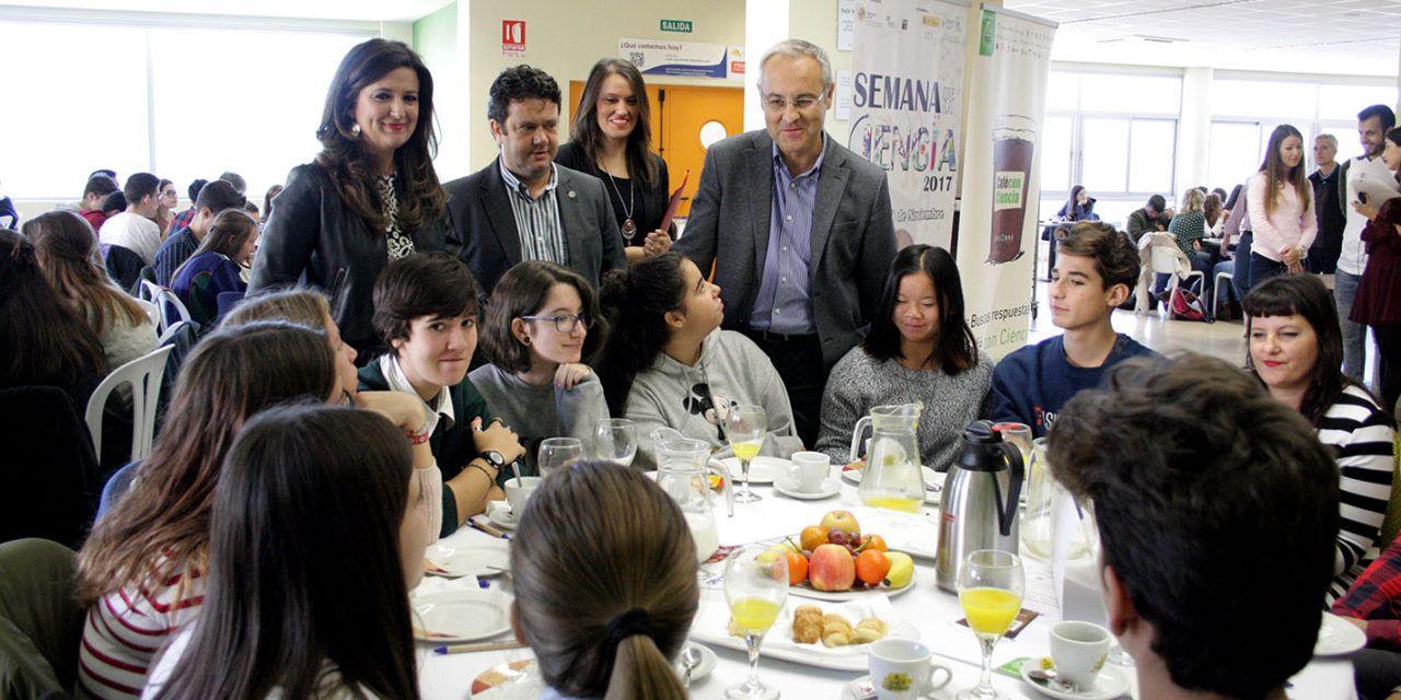 Estudiantes de Secundaria y Bachillerato comparten un café con científicos en la apertura de las actividades de la Semana de la Ciencia en la UJA