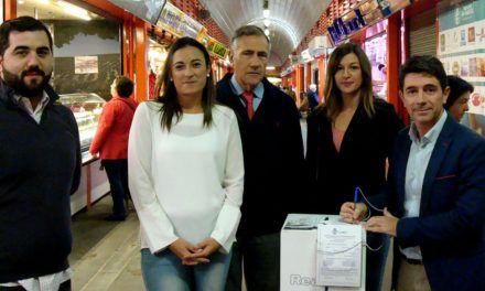 Campaña del Real Jaén de ampliación de capital, en el mercado de San Francisco