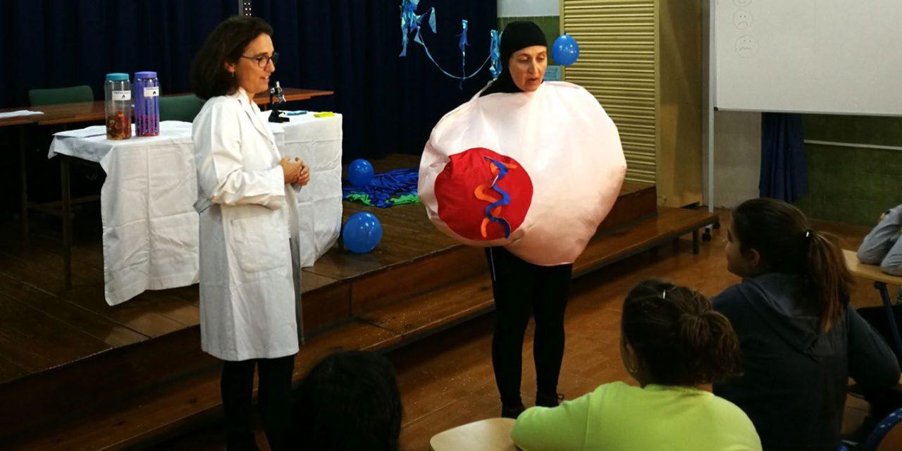 Un centenar de escolares de Jaén participa en un taller infantil sobre investigación biomédica