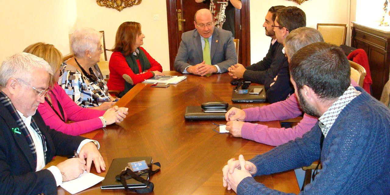El alcalde se reúne con la plataforma ciudadana 'Jaén Merece Más'