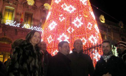 Diputación ilumina de Navidad el Palacio Provincial, los Baños Árabes y el Antiguo Hospital de San Juan de Dios