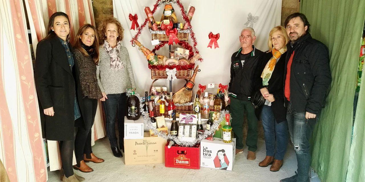 El Ayuntamiento colabora con la AVV Faldas del Castillo en la iniciativa empresarial y solidaria 'Cesta de Navidad'