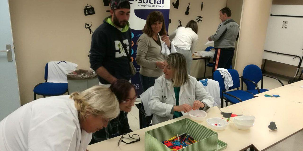 El Complejo Hospitalario de Jaén imparte el primer taller de  manualidades de este año para sus pacientes de salud mental