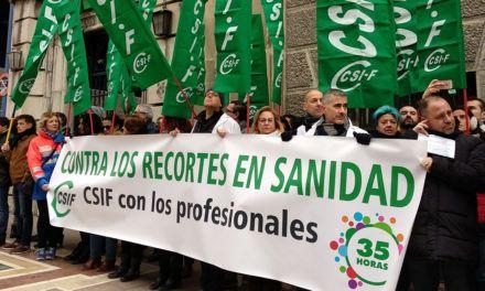 CSIF se ha concentrado ante la caótica situación de Urgencias y los recortes continuados en la Sanidad Pública