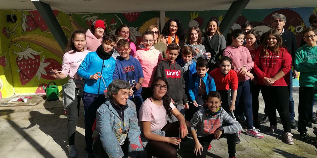 El Colegio Antonio Prieto participa en la realización del mural  del Mercado de Peñamefécit
