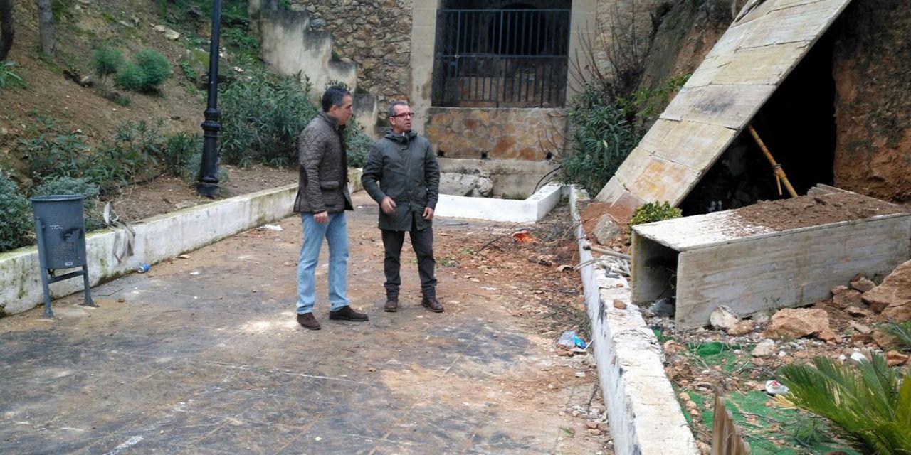 Obras para asegurar y afianzar un talud en el aparcamiento de la calle Almendro