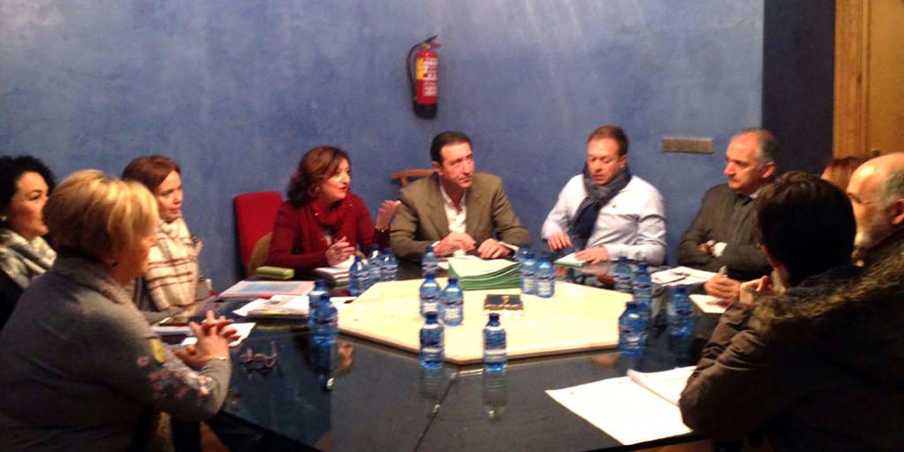 Ayuntamiento y Junta aprueban un convenio para ofrecer el Grado 1 de Dependencia a familias que lo soliciten