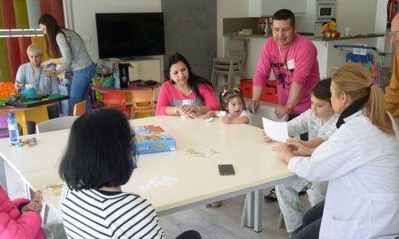 Los pacientes ingresados en el Hospital Materno-Infantil de Jaén han celebrado hoy el Día Internacional de la Mujer