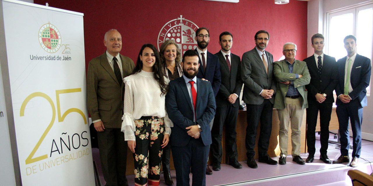 Estudiantes del Aula de Debate de la Universidad de Jaén analizan la evolución de la UJA en sus 25 años