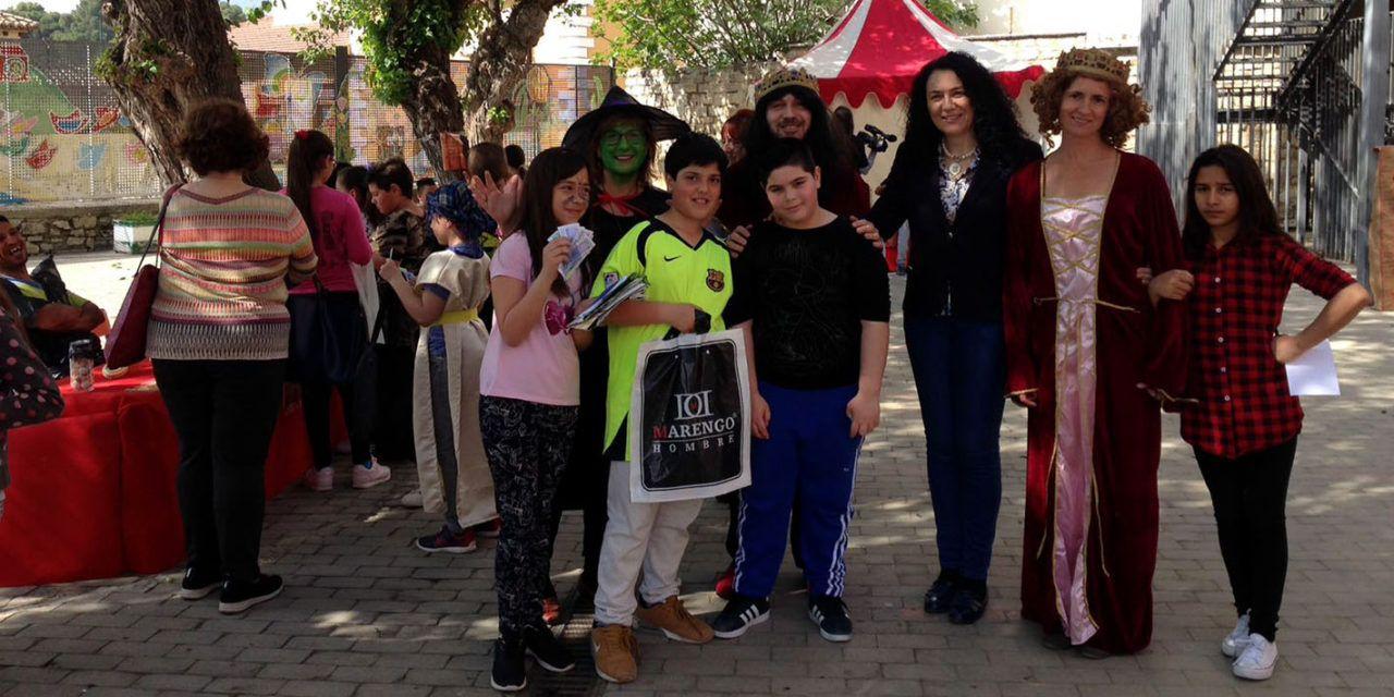 El colegio Santo Tomás celebra un mercado medieval que acerca a los niños a la historia y los motiva en el hábito de la lectura