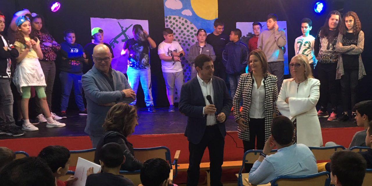 Escolares de la provincia se adentran esta semana en el legado literario y social de Miguel Hernández y Josefina Manresa