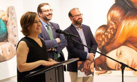 La artista Ángeles Agrela revisa su trayectoria como dibujante en la muestra 'De frente', en la Antigua Escuela de Magisterio