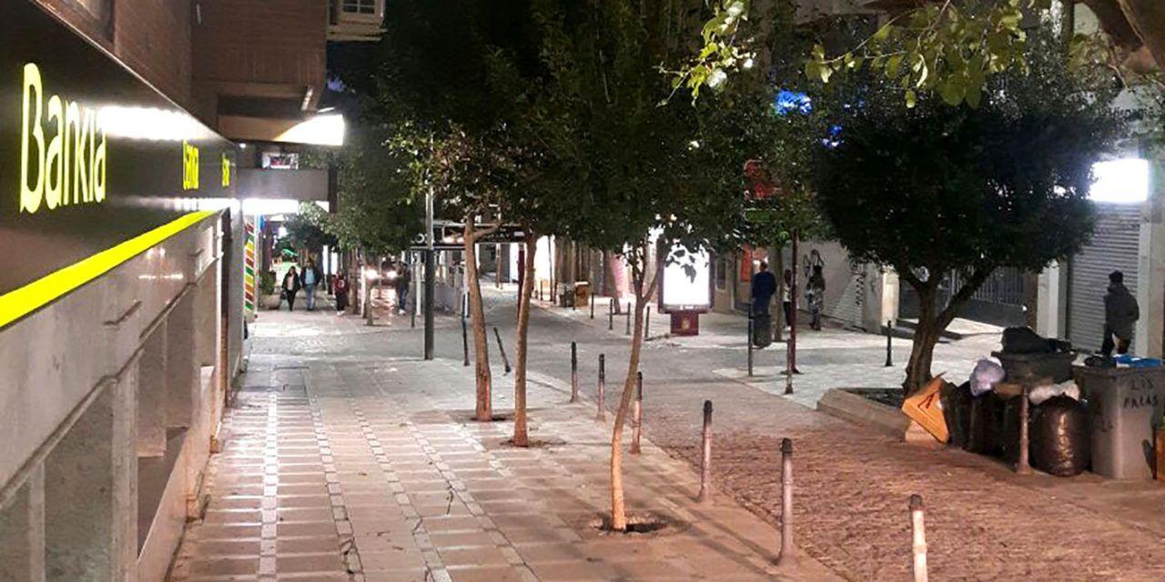 Reforzada la iluminación en la calle Navas de Tolosa con 20 proyectores más de eficiencia energética