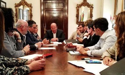 Javier Márquez aborda los criterios para la ejecución del DUSI con el equipo de Gobierno