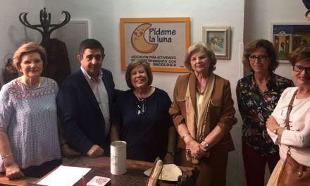 """Reyes se compromete a estrechar la colaboración con la asociación """"Pídeme la Luna"""" que atiende a niños con cáncer"""