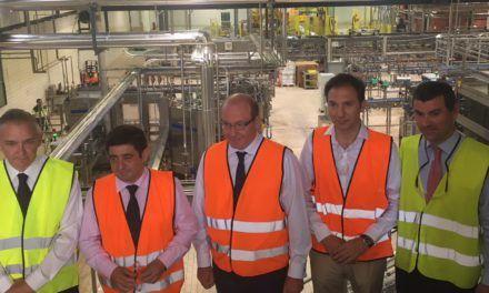 Reyes destaca la inversión de Heineken en la fábrica de Jaén por su impacto en el empleo