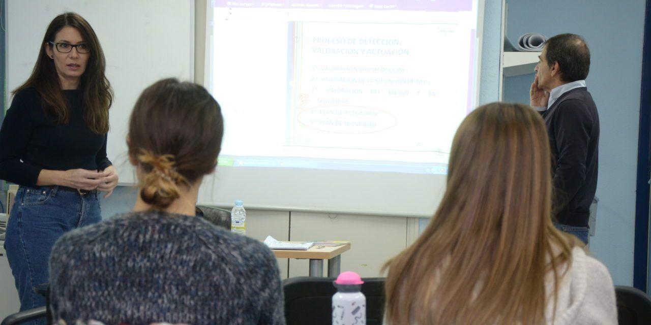 El Complejo Hospitalario de Jaén ha impartido 36 cursos de formación durante el primer semestre de este año para sus profesionales