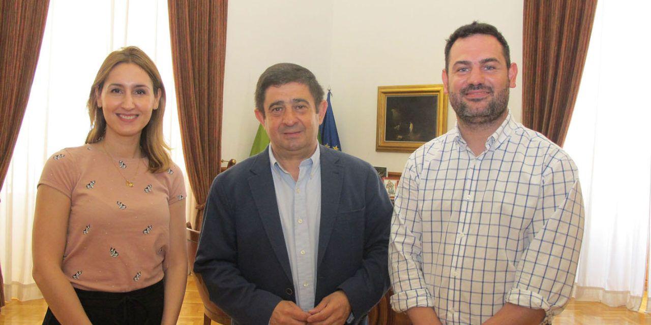 El presidente de Diputación aborda con el nuevo presidente de AJE-Jaén proyectos de colaboración entre ambas entidades