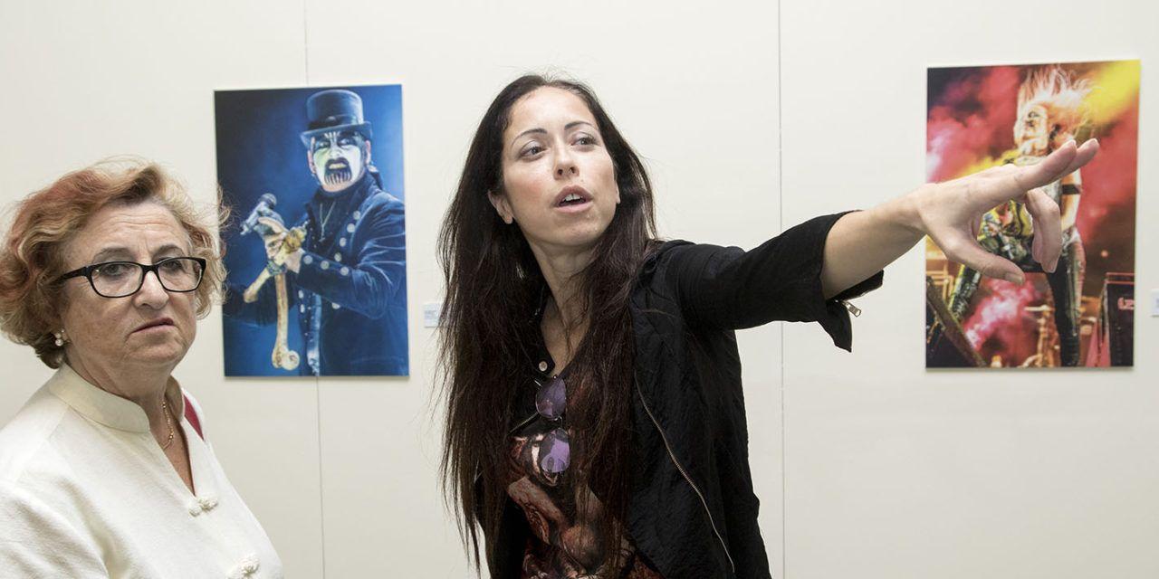 Una exposición fotográfica abre las Jornadas Rock & Metal Encounter de la UJA, en la que participa la cantante Marcela Bovio