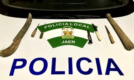 Policía Local  requisa diversas armas peligrosas en un control de tráfico y seguridad