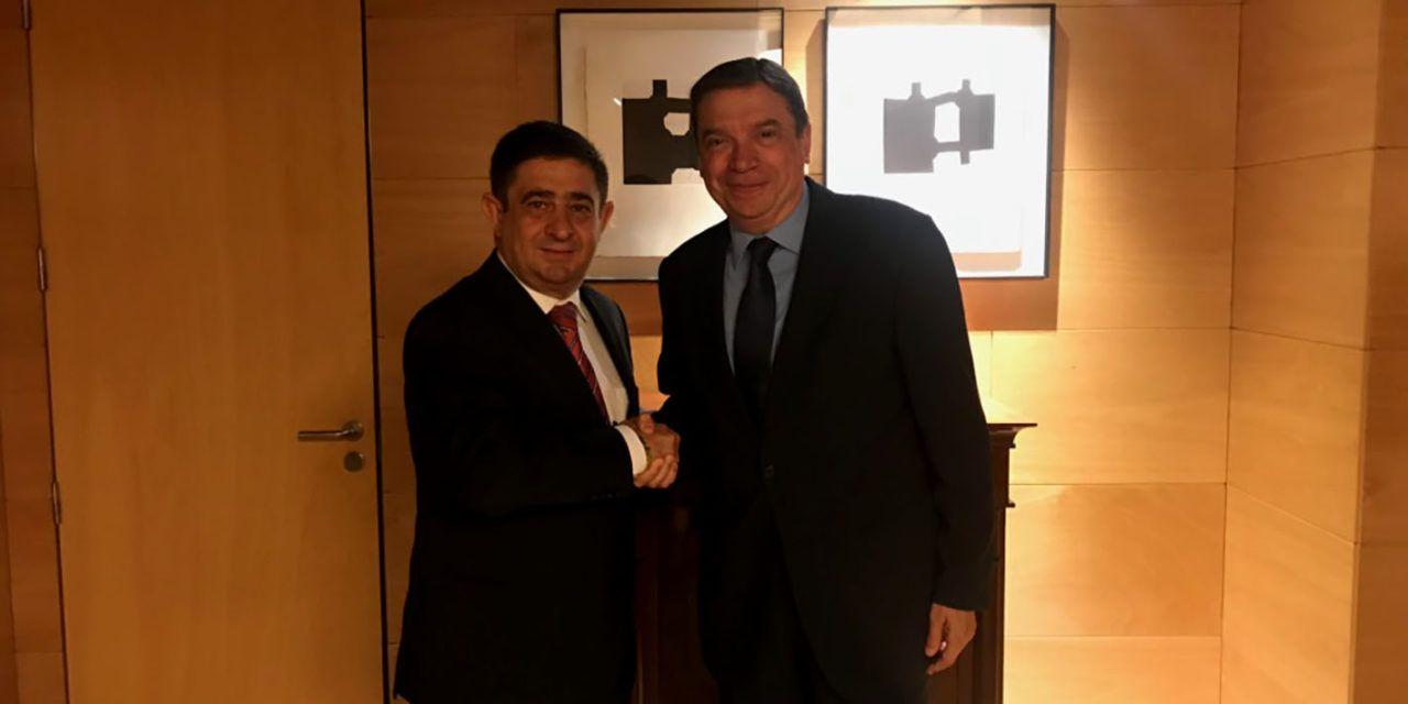 Reyes aborda con el ministro de Agricultura las prioridades de la Política Agraria Común post 2020