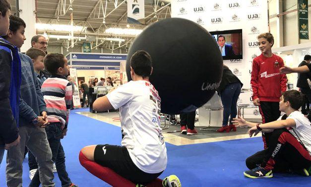 La Universidad de Jaén organiza en TIERRA ADENTRO talleres y demostraciones de deportes alternativos como Kin-Ball y Kubb