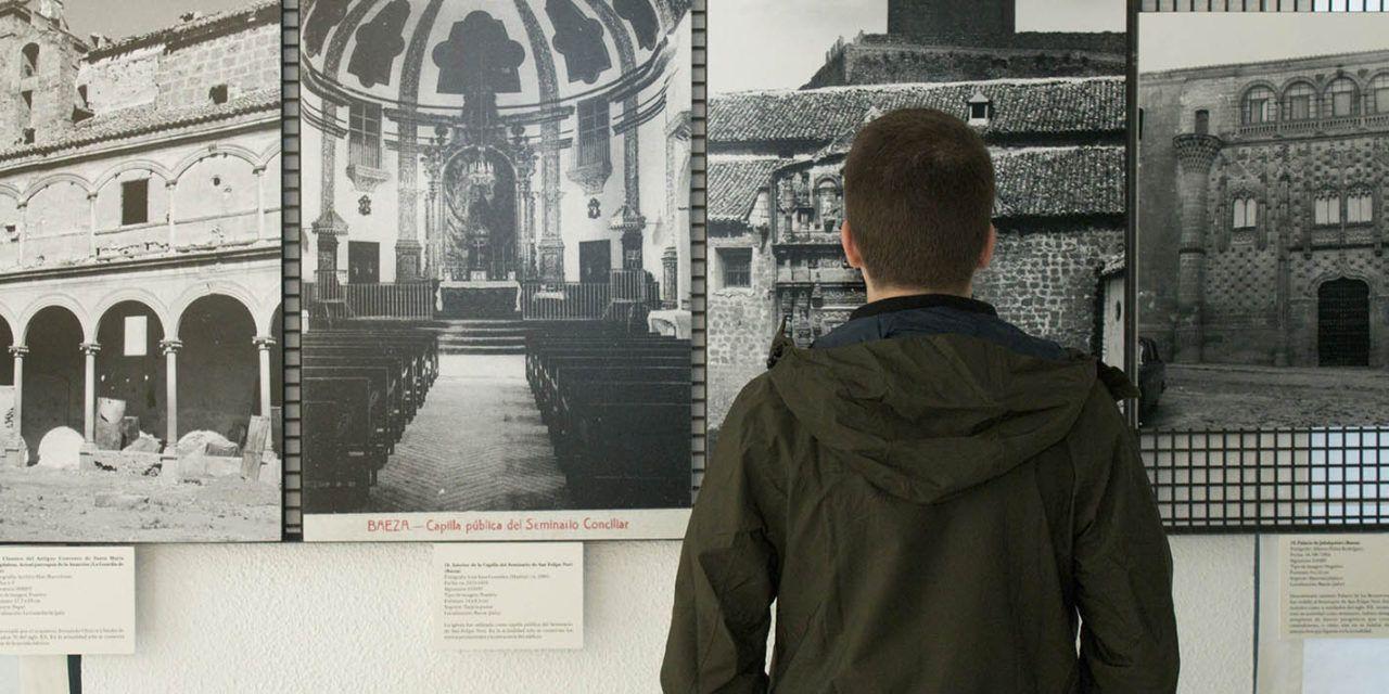 El Colegio de Arquitectos de Jaén acoge la exposición de la UJA 'El patrimonio giennense en el SGI Fototeca-Laboratorio de Arte de la Universidad de Sevilla'