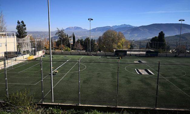 Adecuación de los campos de fútbol de la capital con césped artificial