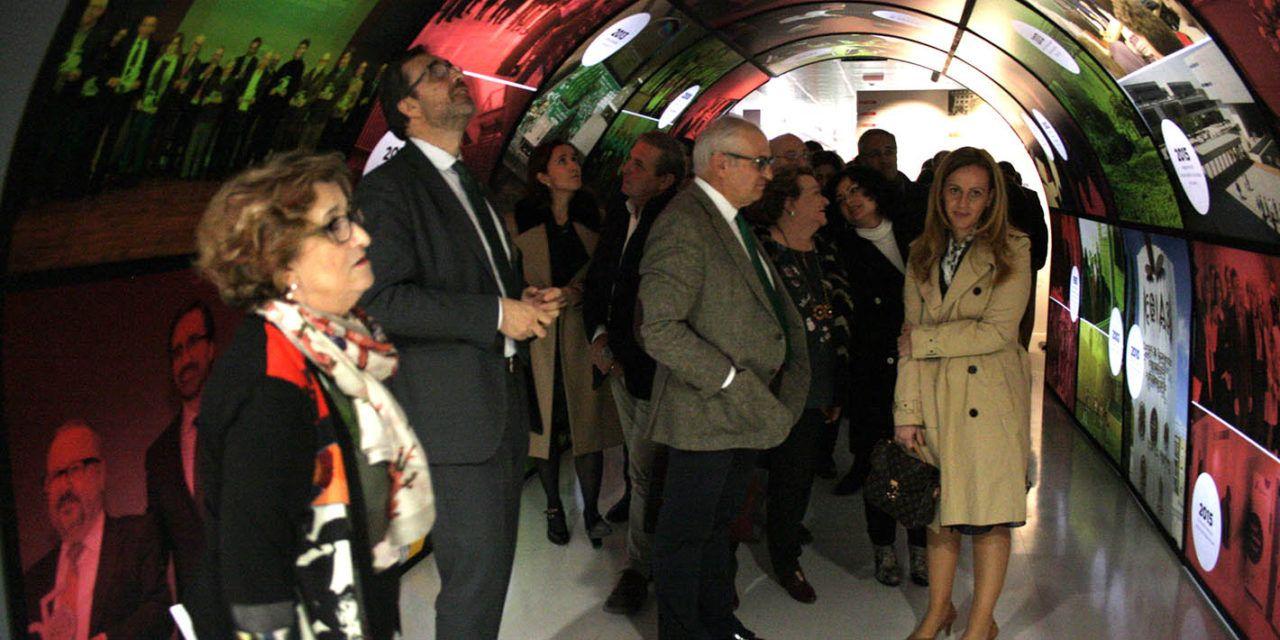 La UJA atraviesa el 'túnel del tiempo', con la exposición 'Universidad de Jaén, 25 años'