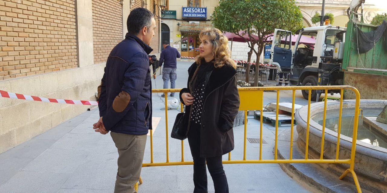 El Ayuntamiento recupera cuatro antiguos bancos de piedra para la Plaza Deán Mazas