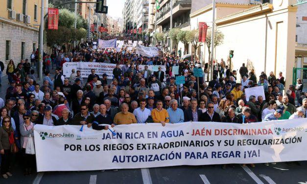 4.500 agricultores exigen en la calle a la CHG que se pueda regar el olivar jiennense de forma inmediata