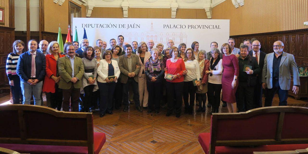 Diputación reconoce a una treintena de trabajadores con más de 40 años de servicio en la Administración provincial