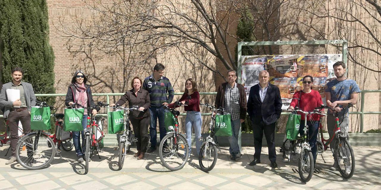 La UJA entrega una nueva remesa de bicicletas eléctricas en préstamo durante tres meses, dentro del programa 'Hack the city'