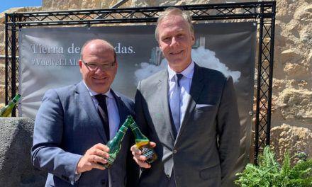 Presentación de la recuperada cerveza 'Alcazar' en el Castillo de Santa Catalina