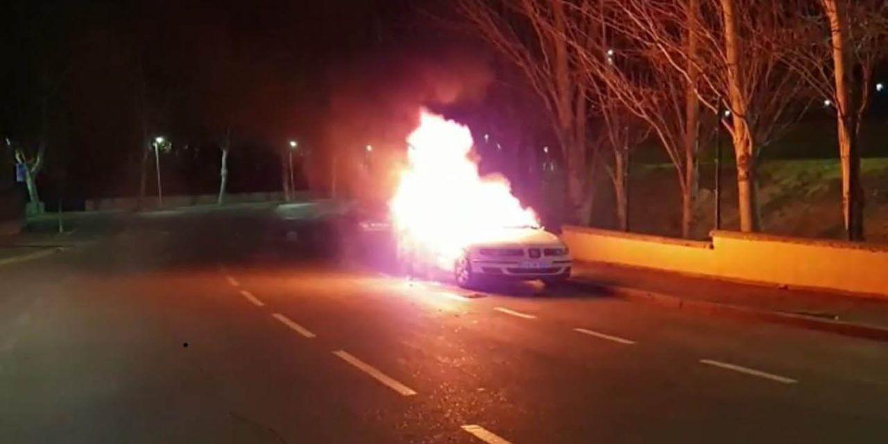 SUCESOS | Incendio en un turismo en la ronda Juez Juan Ruiz Rico