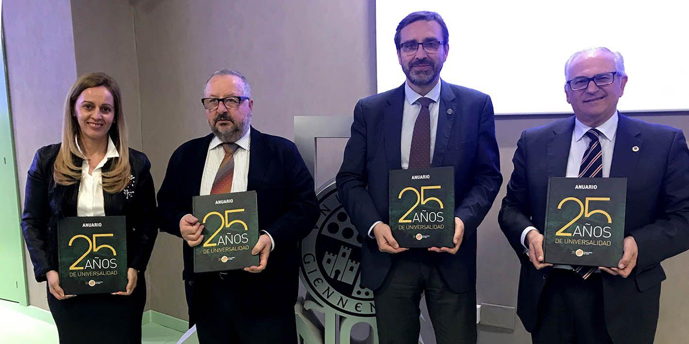 Presentado el 'Anuario. 25 Años de Universalidad'