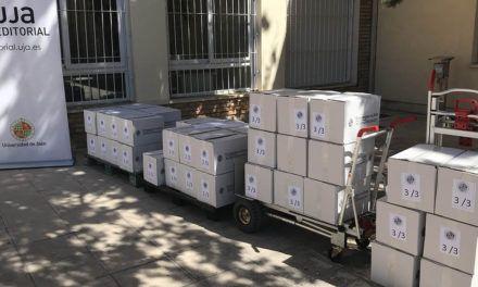 La UJA dona 944 ejemplares de libros a los Centros de Formación Permanente de la provincia de Jaén