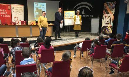 Alumnos de Primaria del Colegio Serrano de Haro participan en un acto que fomenta la lectura y el pensamiento crítico en la Biblioteca Pública