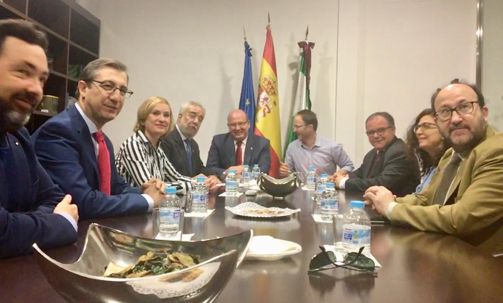 """Márquez apuesta por """"mayores responsabilidades"""" de los Graduados Sociales en la gestión de personal en el Ayuntamiento de Jaén"""