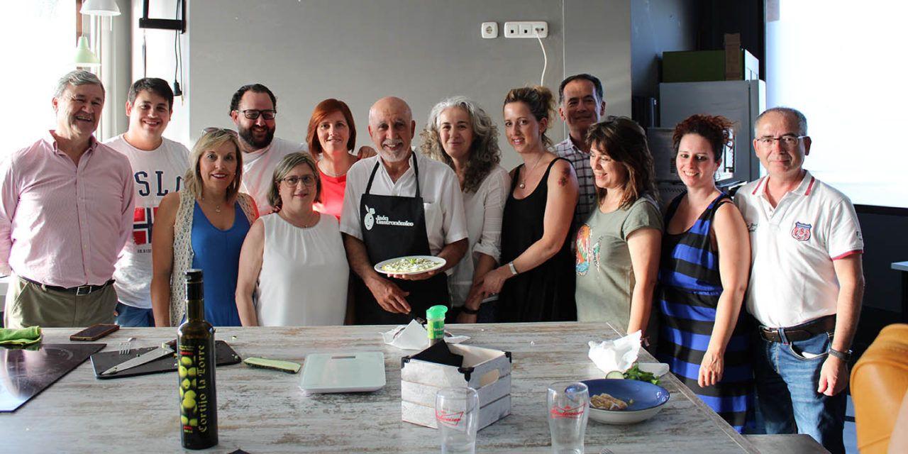 Profesionales de cocinas en el Hospital de Jaén se forman con restauradores de la provincia