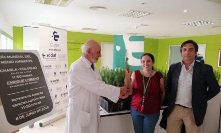El Hospital Universitario de Jaén celebra el Día del Medio Ambiente con el reparto de plantones
