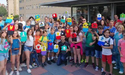 El Hospital de Jaén recibe 50 dispositivos para quimioterapia con imágenes de superhéroes