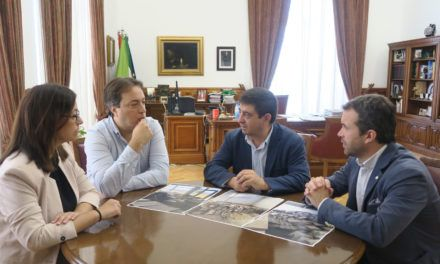 Diputación colaborará con el Ayuntamiento de Jaén en la recuperación del archivo municipal de la capital