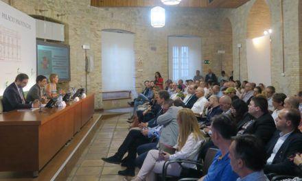 Francisco Reyes destaca el compromiso de Jaén por basar su crecimiento en un modelo de desarrollo sostenible